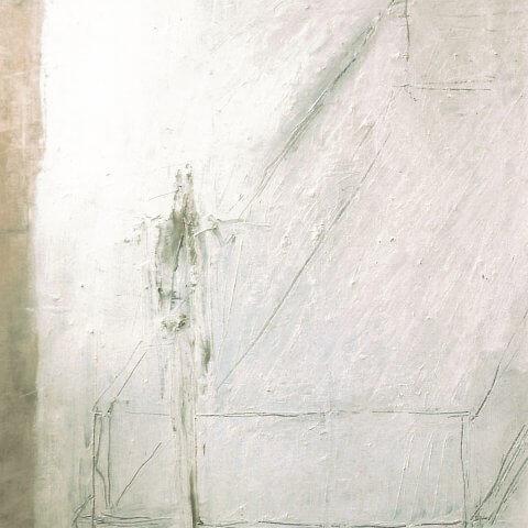 Figur vor leerem Glaskasten